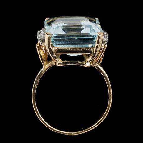 Ring, step cut aquamarine and eight cut diamonds, tot. 0.12 cts.