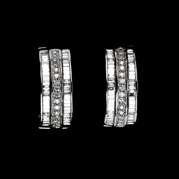 1001. EARRINGS, brilliant and baguette cut diamonds, tot. app. 2 cts.