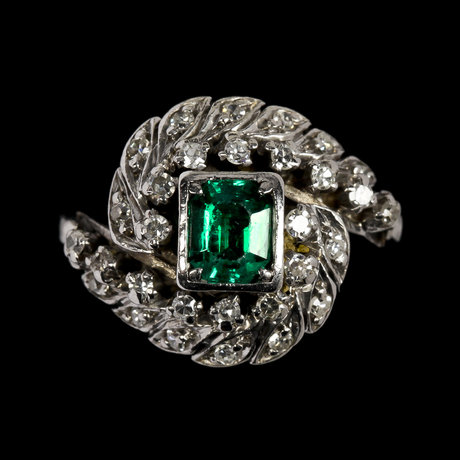 Ring, emerald with eight cut diamonds, tot. app. 0.50 cts.