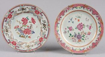 221717. TALLRIKAR, 2 st olika, porslin, Kina, 1700-tal.