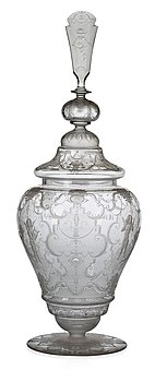728. An Edvin Ollers engraved glass goblet with cover, Elme 1926, engraved by Carl Müller.