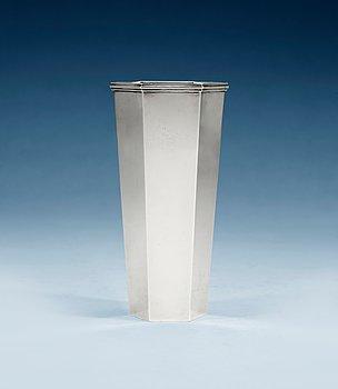 513. Wiwen Nilsson, A Wiwen Nilsson sterling vase, Lund 1959.