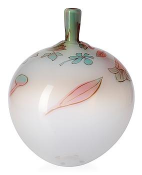 724. An Eva Englund 'graal' glass vase, Orrefors 1986.