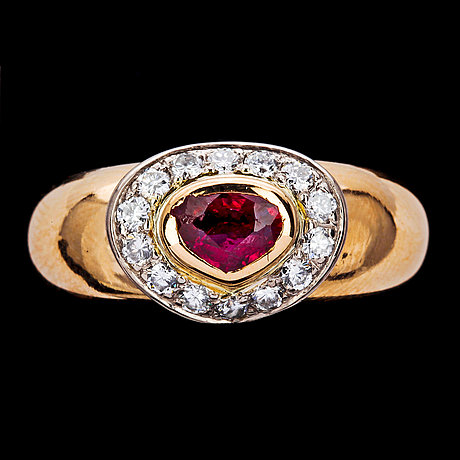 Ring, ruby set with brilliant cut diamonds, tot. app. 0.30 cts.