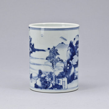 A blue and white brush pot, late Qing dynasty.