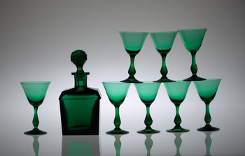 413. A set of eight glasses and a decanter, 20th Century.
