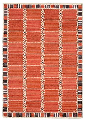 "Carpet. ""salerno röd med enkel bård"". rölakan (flat weave). 271 x 189 cm. signed ab mmf bn."