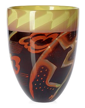 725. An Eva Englund 'graal' glass vase, Orrefors 1988.