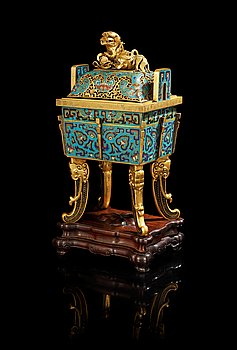 1322. A cloisonne censer with cover, Qing dynasty, Qinalong (1736-95).