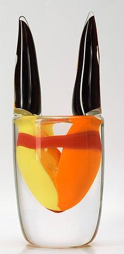 An erik höglund glass vase, studioglas strömbergshyttan 1997.