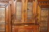 SkÅp med vitriner, 1800-talets slut, tillverkat av h c wolbrandt i hamburg.