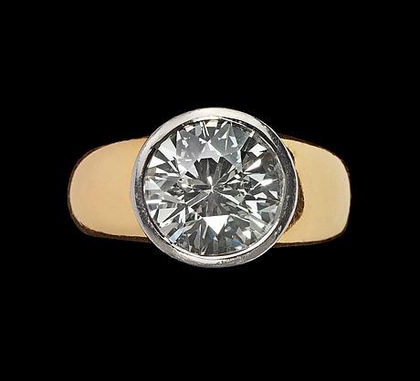 A brilliant cut diamond ring, 6 cts.