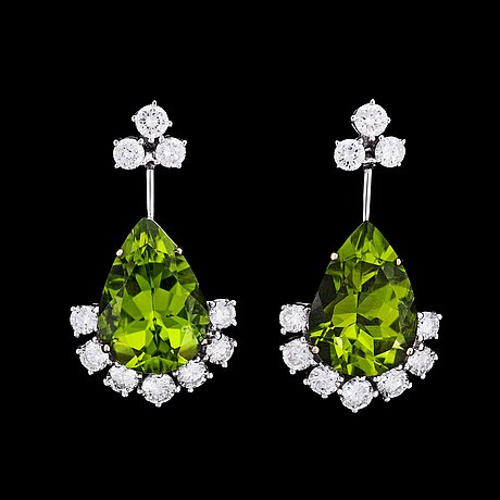 A pair of peridote, tot. 10.83 cts, and brilliant cut diamond earrings, tot. 1.74 cts.
