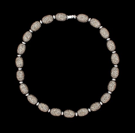 A brandy- and white coloured diamond necklace, tot. 76.70 cts/resp. 3.05 cts.