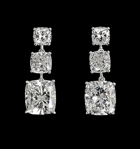 A pair of cushion cut diamond earrings, larger stones 3.01 cts/resp 3.03 cts, tot. 9 cts.