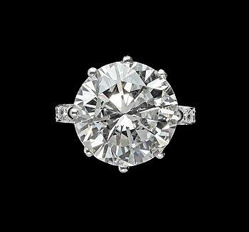 1006. A brilliant cut diamond ring, 6.03 ct. Cert. DPL.
