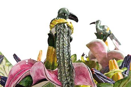 """Skål, """"bird dish"""", med dekor av blommor och fåglar."""
