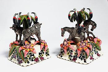 """9. Ljusstakar, """"Zebra and Bird Candlesticks"""", ett par, med dekor av zebror och fåglar."""