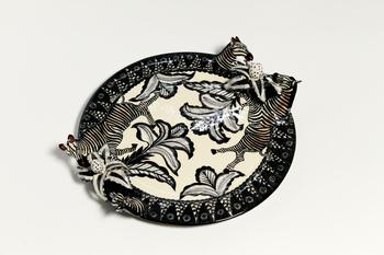 """7. Fat, """"Zebra Plate"""", med dekor av zebror."""