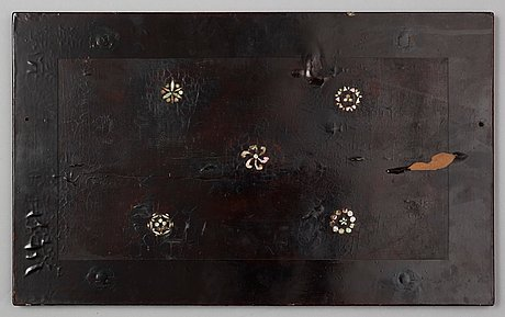 A mother-of-pearl inlayed lacquered plaque, qing dynasty, 17/18th century.
