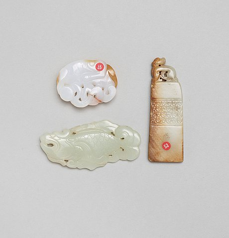 Two nephrite and one agate carvings, qing dynasty.