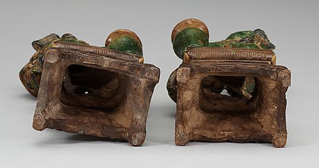 A pair of seated buddhist lions, 17th century.