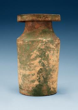 1605. VAS, keramik. Han dynastin (206 f.Kr - 220 e.Kr).