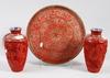 Vaser samt fat, 3 delar, lack, metall, kina, 1900-tal.