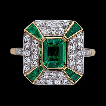 10. RING, emeralds and brilliant cut diamonds, tot. app. 0.65 cts, England.