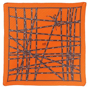 425. A silk scarf by Hermès.