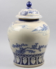 Urna med lock, porslin, kina, 1900-tal.