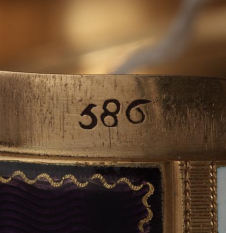 Dosa, guld 18k och emalj, stämpel fj, genève 1790-tal. tillverkningsnummer 686.