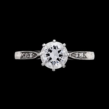 12. RING, brilliant cut diamond, old cut, app. 0.85 cts, with small diamonds at the sides, Stockholm, 1947.