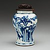 Urna, porslin. qing dynastin, kangxi (1662-1722).