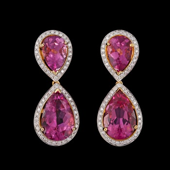 16. A pair of pink topaz and brilliant cut diamond earrings, tot. 0.60 cts.