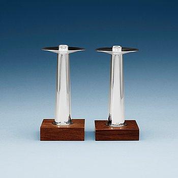 509. A pair of Finnish silver candlesticks on a teak base, Kultakeskus OY, Tavastehus, Finland 1963.
