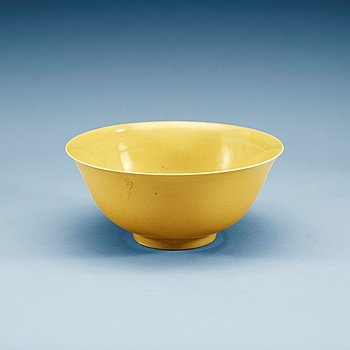 1392. A yellow glazed bowl, Ming dynasty with Jiajings six character mark and of the period (1522-66).