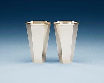 515. Wiwen Nilsson, A pair of Wiwen Nilsson sterling vases, Lund 1965-66.