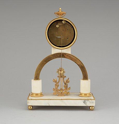Bordspendyl, av per henrik beurling (urmakare i stockholm 1783 -1830). sengustaviansk.