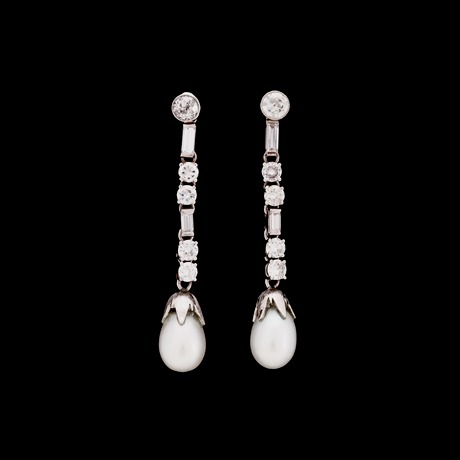 A pair of diamond and cultured pearl earrings, tot. app. 1.60 cts.