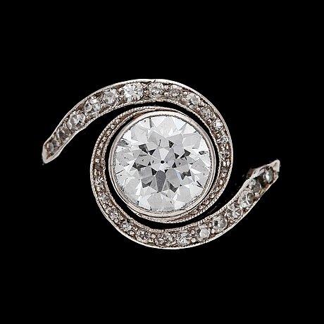 An old cut diamond ring, app. 1.30 cts, c. 1910.