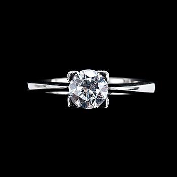 61. RING, briljantslipad diamant ca 0,85 ct och små diamanter ca 0,30 ct totalt.