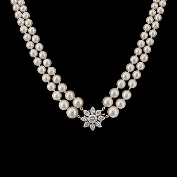 910. A W.A. Bolin diamond and pearl necklace, tot. app 3 cts, pearls are natural and cultured.