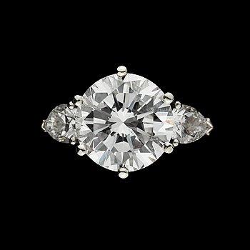 893. BRILLIANT CUT DIAMOND, 4.05 cts. D/VVS2 acc. to cert. Gübelin. Ring by W.A Bolin, Stockholm 1986.