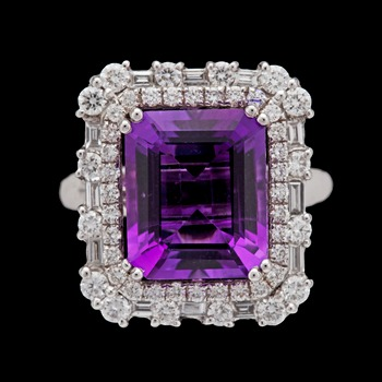 13. An amethyst and diamond ring, tot. 2.14 cts.