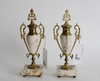 Prydnadsurnor, ett par. louis xv-stil, 1800-tal.