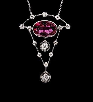 27. HALSSMYCKE, turmalin ca 3.40 ct, briljantslipade diamanter ca 0.70 ct.