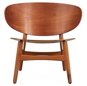 15. A Hans J Wegner teak and beechwood 'shell chair', Fritz Hansen, Denmark 1950's.