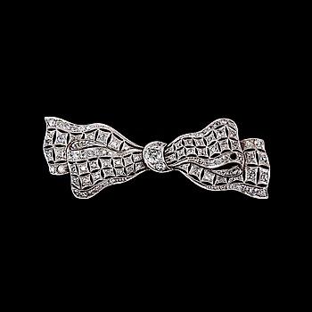 58. BROSCH, 100 antikslipade diamanter ca 1.80 ct.