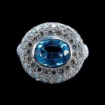 50. RING, platina, topas ca 2.70 ct och 117 briljantslipade diamanter ca 1.75 ct. Vikt ca  14 g.